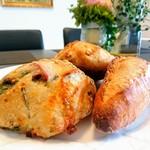 89247974 - ハード系のパンたち