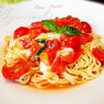 チャオパスタ - 料理写真:モッツァレラチーズとトマトのパスタ