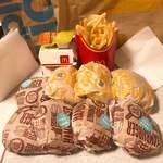 マクドナルド - ハンバーガー(ピクルス多め) 100円×5、チキンクリスプ 100円×3、スパイシーチキンマックナゲット 200円×2、マックフライポテト(L) 320円