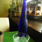 カフェ ラ ヒロ - ドリンク写真:水はボトルでお洒落に♡