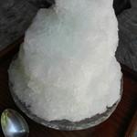 89254242 - 夏におすすめの梅の酸味がさっぱりのかき氷(梅)
