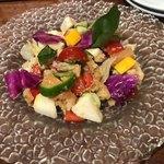 鉄板イタリアン ガイーナ バッカンテ - パンツァネッラ(ゴロゴロ野菜のトスカーナサラダ) 1,280円
