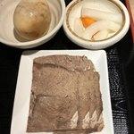 金味徳拉麺 - セットの茶たまご、牛肉、漬物