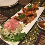 タイの食卓 パクチータイ - 海老のニンニク揚げ 1180円