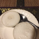 タイの食卓 パクチータイ - ココナッツもち蒸し 380円