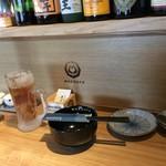 博多もつ鍋 前田屋 - ウーロン茶はお昼のサービスとのこと。