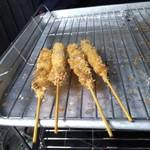 野崎肉店食事処 - 並んだ串カツ