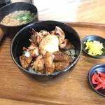 やきとり まぐろ 丼 奏栄 - 炭火焼き鳥丼(小うどん(そば)付) 780yen