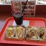 サントピアステラ - サンドイッチとアイスコーヒー