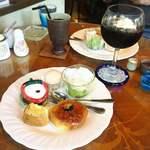 ドメス - ドリンク代のみのモーニング アイスコーヒー450円 アイスウインナーカフェ550円