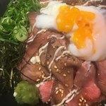 ジムビームバー - MEGAローストビーフ丼(´∀`*)温玉割り