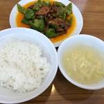 味芳斎 - 山盛りライスとスープが付きます
