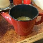 横浜大勝軒 - 蕎麦湯のような器でスープ割り