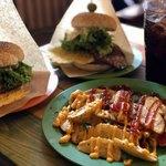 ボアソルチ - 料理写真:ビッグマウンテンバーガー、チーズバーガー、Yammy Tsukiポテト