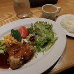 ローストチキンハウス - 鶏もも肉のオーブン焼き 自家製BBQソース