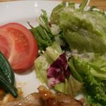 ローストチキンハウス - 鶏もも肉のオーブン焼き 自家製BBQソース;サラダ