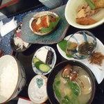 海鮮 まえ浜 - 海宝漬けの定食です(2000円)。