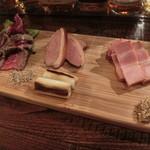 スモーク ビア ファクトリー NAMACHAん Brewing - お肉燻製3種盛り