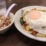きなり屋 - 「回鍋肉飯」は目玉焼きのっけ! 中華スープ付きです。