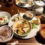 cafe ことだま - 明日香村の新鮮野菜たっぷりのことだまランチ。 これに食後のドリンクとデザートがついて1620円!