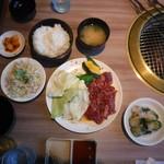 焼肉レストラン 一心亭 - 一心亭焼肉定食(120g)、オイキムチ
