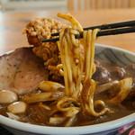 丹行味素 - 麺はごく太い