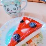 5HORN イオンモール松本店 - ミックスベリーのレアチーズケーキ