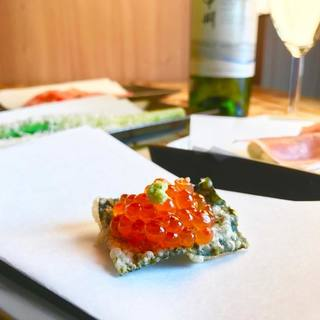 天ぷらとワイン大塩の名物!いくらカナッペ♪
