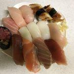 都人 - 料理写真:宅配寿司(時間が経って変色気味)