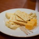 PIZZAジャルディーノ SAVOY - チーズ4種盛り合わせ@1,600円