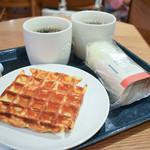 スターバックス・コーヒー - 料理写真:アメリカンワッフル、サラダラップ、ドリップコーヒー