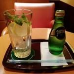 エクセルシオールカフェ - ペリエ レモン&ミント(提供時)です。(2018年7月)