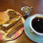 青山コーヒー舎 - 自家焙煎コーヒーとともに