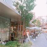 dot. Eatery and Bar - 店内入り口✨