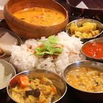 ポイント・ウェザー - ランチカレーから南インドのフィッシュカレー(うろおぼえ)辛さは控えめでココナツミルクの風味。白身魚と小エビが入っていました。