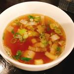 ラーメンLabソウハチヤ - 「肉玉チャーハン:スープ付き(750円)」のスープ