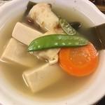 89308442 - 高野豆腐の煮物、これも大皿から