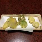 忠兵衛そば - 山菜の天ぷら