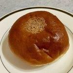 ベーカリー ののはな - 粒あんパン ¥130