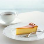 鳥羽国際ホテル カフェ&ラウンジ - 料理写真:モンドセレクション受賞のチーズケーキセット