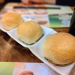 添好運點心專門店 - 料理写真:叉焼餡入りメロンパン