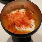 釜津田 - 杏子のピュレとレモングラスのソルベ、上からプラムの擂り下ろしを