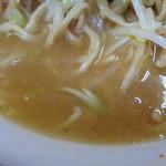 ラーメン二郎 - スープににねぎがあうね