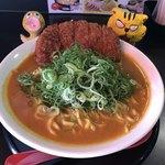 ゴルカ麺 - 料理写真:ネパールカレー麺、トンカツ付  850円(税込)