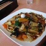 中国菜館東天紅 - 料理写真:五目焼きそば830円です!