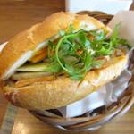 トゥイ モック カフェ  - バンミー(ベトナムサンドイッチ)