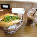 トゥイ モック カフェ  - バンミー(ベトナムサンドイッチ)・ベトナムミルクコーヒー ICE Sサイズ