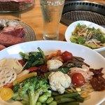 焼肉トラジ - ナムル色々盛りだくさん。オリジナルピビンバ食べ放題!(*´∇︎`*)