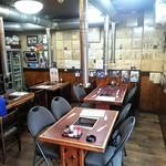たじま屋 - 店内 テーブル席