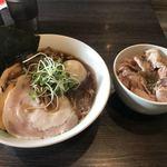 中華蕎麦 瑞山 - 料理写真:特製中華そば ¥960  大盛 ¥100 ローストビーフ丼 ¥350